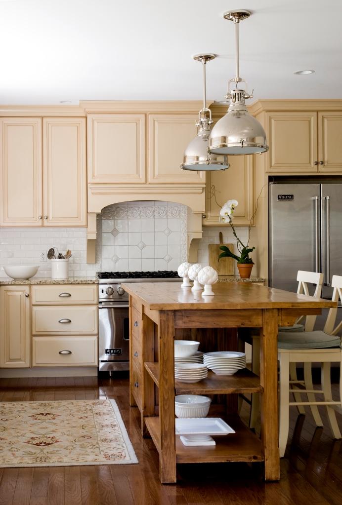 I love the lights in this kitchen-photo Jamie Solomon