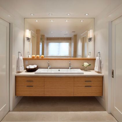 One mirror makes this space look huge! www.houzz.com